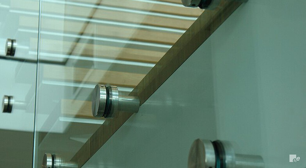 Spacers between the balustrade and landing staircase in the building of the Royal Bank of Scotland.